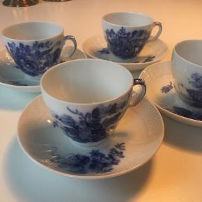 4 sæt Royal Copenhagen blå blomst kopper+underkopper 10/1549. 1.sort. Sælges samlet.