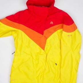 Nike ACG jakke  Str M Stand: næsten som ny 299 kr.  UAS29