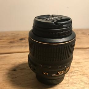 Nikon 18-55 linse, objektiv. Næsten aldrig brugt da den blev skiftet ud med en anden kort tid efter køb af kameraet. Byd!