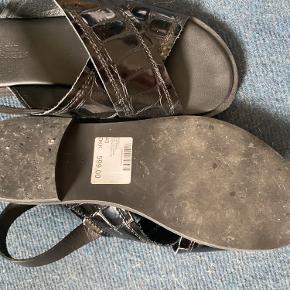 Sandaler fra shoe biz copenhagen. Mine fødder er desværre for brede til disse.