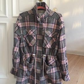 Rigtig fed Envii jakke som jeg desværre ikke får brugt. Købt for ca. 1,5 måned siden.