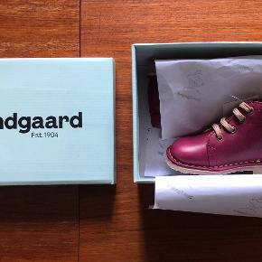 97ef8e08 Helt nye og ubrugte støvler i original kasse. Model: