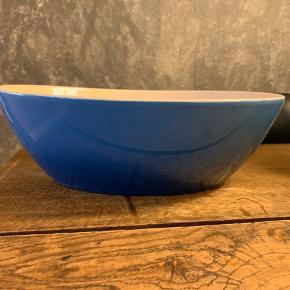 Blå skål fra Cook & baker. Aldrig brugt. BYD.