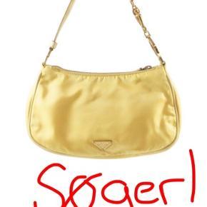 Søger enten orange eller gul Prada nylon håndtaske!!💛