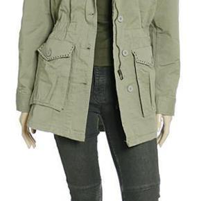 Varetype: Fed army-jakke fra Sign Farve: Grøn Oprindelig købspris: 1599 kr.  Kan sendes eller afhentes i 8000 Århus C.