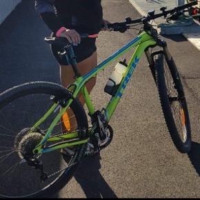Lækker carbon cykel købt i 2018 kørt under 1000 km sælges .