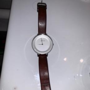Sælger mit flotte ur da jeg ikke bruger det. Fejler intet