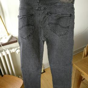 LEE Scarlett jeans i str 32/33 = M. I ganske fin condition da de kun er brugt få gange