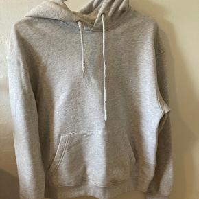 LÏST Store sweater