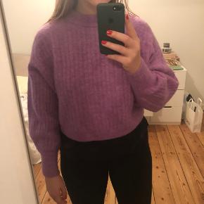 Lidt cropped lys lilla sweater I super flot stand  Alpaca blanding