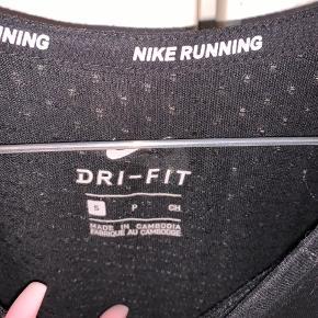 Nike tee, byd gerne:)