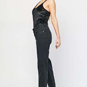 Smukke straight legged jeans af mærket Designers Angel London. Sælges da de desværre er et fejlkøb. De har lav talje.