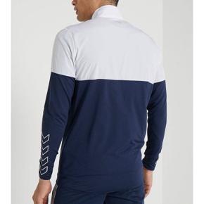 Ny hummel zip/ bluse. Købspris 600kr. Kan hentes i Esbjerg N eller sendes med DAO