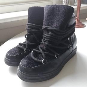 Støvler fra Nelly eller Zalando ned pels/skind. Brugt enkelte gange. Fin stand. #30dayssellout