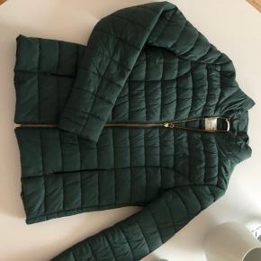 Day Dune jakke! Farven hedder teal og er blågrøn!  Består som ny!
