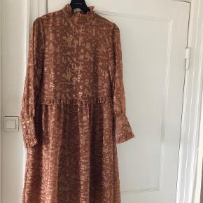 Fin kjole fra Drys, kom med et bud! :-)