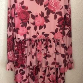 Sødeste kjole fra Na-Kd. Næsten som ny 🌸Ved køb for mindst 50 kr af dameitems må du i dag tage items med for op til 25 kr🌸