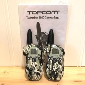 Topcom Twintalker 3800 Camouflage - walkie talkie sæt.   Brugt men i fin stand - få brugsspor.   Se tekniske data på foto fra brugervejledninger.   Sender gerne med DAO, men du er også velkommen til at hente selv - kontaktfri med mobilepay😊