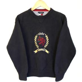 Vintage Tommy Hilfiger sweater! 🔥✌🏼 DM mig for flere spørgsmål!✌🏼 Mærket siger det er en Large, men den fitter mere en Medium :) Åben for bud