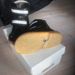 Flotte vinterstøvler som er købt i forkert størrelse.