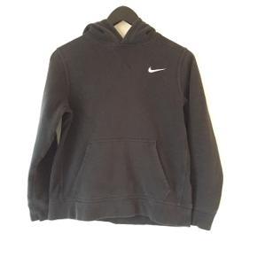 Lun hoodie til efteråret🍁🍄 Der er brugsspor fra vask, men fejler intet.