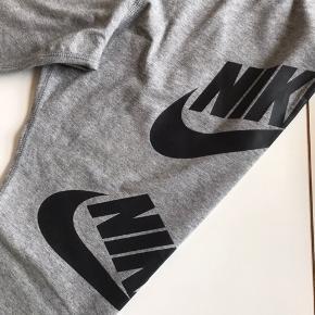 Flotte tights/leggins  de er nye men uden tags de er aldrig brugt kun prøvet de er så flotte og super lækker