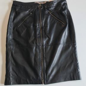 Flot ny nederdel i det blødeste læder. #Secondchancesummer