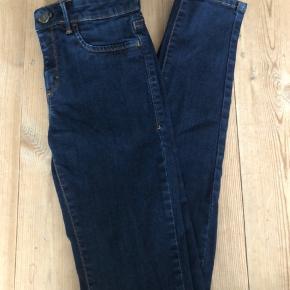 Fine mørkeblå jeans.  Aldrig brugt, da jeg har to par.