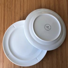 Rosendahl Grand Cru Soft Frokoststallerken i hvid porcelæn.   Ø: 23 cm.  Nypris for alle: 800kr. (8 stk.) Findes stadig i butik.