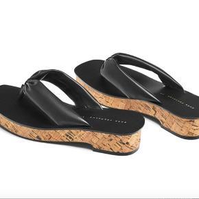 Udsolgte Zara Trafaluc sandaler sælges. Passer en str 36 og er kun lettere brugt. Byd gerne, er åben for bud :D