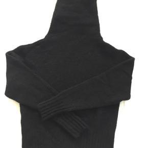 Blødeste sweater i modellen Voletta mohair paw15. Kun brugt en gang og ser ud som ny.