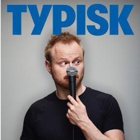 """Sælger to billetter til Jonatan Spang """"TYPISK"""" Bremen teater D.30/8/19 kl.19. 👍🏼Pris: 650kr. for begge billetter. Normalpris: 850kr. (395kr. + 30kr. gebyr styk.)"""