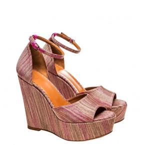Sommer sko - er aldrig brugt. Str 39. Nypris var 3200   Sælges for 2200
