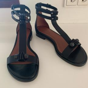 Yvonne Koné sandaler