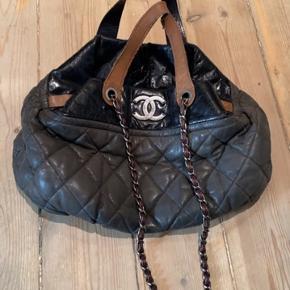 Sælger min smukke Chanel taske.