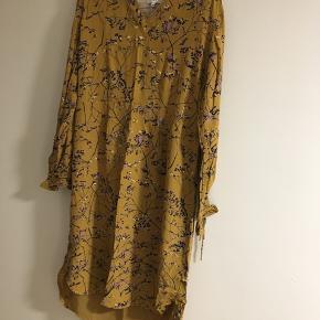 Sælger denne helt nye kjole, som aldrig er blevet brugt ☺️