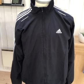 Adidas jakke kan bruges af unisex str XL / 44/46