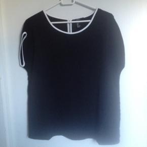 T-shirt fra Forever 21. Str small. Brugt max 5 gange.  Kan hentes i Nørresundby eller sendes på købers regning