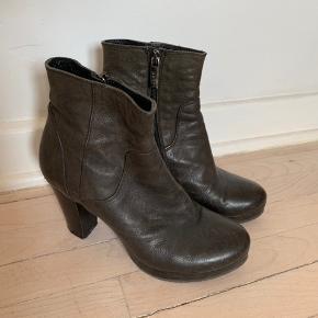 Sælger disse skønne støvler fra Apair. Super dejlige at gå i. Mp 275kr