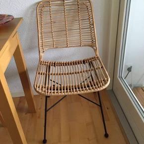 Stolene er 1 1/2 år gamle og står som nye. Der er 2 stk og de er købt hos Ilva i Gentofte. Prisen er for begge. Kan afhentes i Roskilde eller Helsingør.