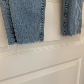 Cropped bukser fra BGD med slidt look. Bukserne er str. 26 og passer S-M, 36.
