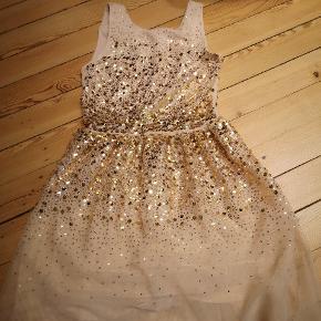 Rigtig fin kjole med guld palietter, aldrig brugt