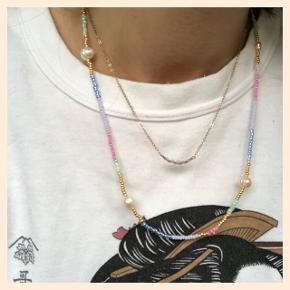 Lang Perle halskæde  🐚4 Ferskvandsperler og små blomster Lås: forgyldt sterlingsølv (26kr i indkøb)  Mål: ca 45 cm 💌 Prisen er inkl Porto med postnord   #trendsalesfund  Se mine andre annoncer med smykker