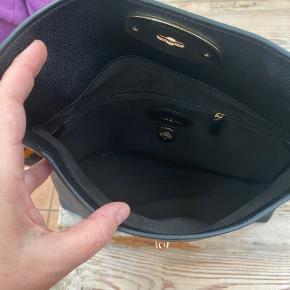 God stor Mulberry Clutch med plads til det hele. Intet slid eller andre skader. Udgået model. Ca 30 x 18 cm.