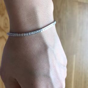 925 silver bracelet with zircona stones.