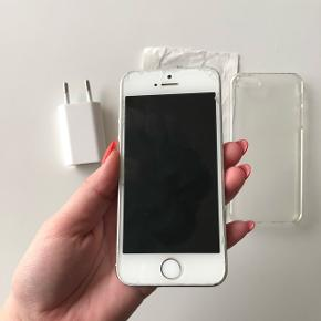 Iphone 5s med nyt batteri. Ridserne på skærmen er på panzerglasset.