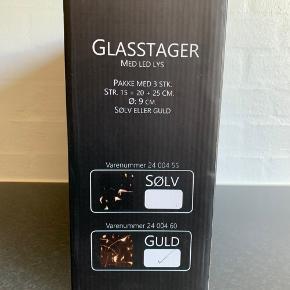 Glasstager / vaser / lysestager med LED lys guld 3 stk. str. 15 + 20 + 25 cm. Helt nye og ubrugte. Stadig i kassen.