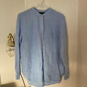 Lækker skjorte i hør sælges. Den er lidt lille i størrelsen, så passer bedre en small/medium 😊