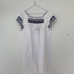 Helt ny kjole fra Mango. Viscose og Linnen.