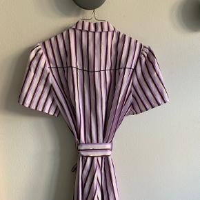 Denne fine kjole fra resume, skal have en ny ejer. 💞 jeg har brugt den to gange og hele de to gange har alle give en fin kommentar.    BUD gerne